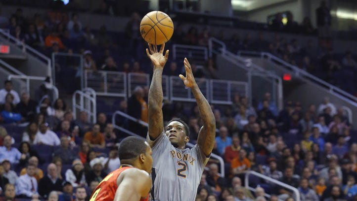 Phoenix Suns guard Eric Bledsoe (2) shoots against the Atlanta Hawks  during the second half half of their NBA game Wednesday, Nov. 30, 2016 in Phoenix, Ariz.