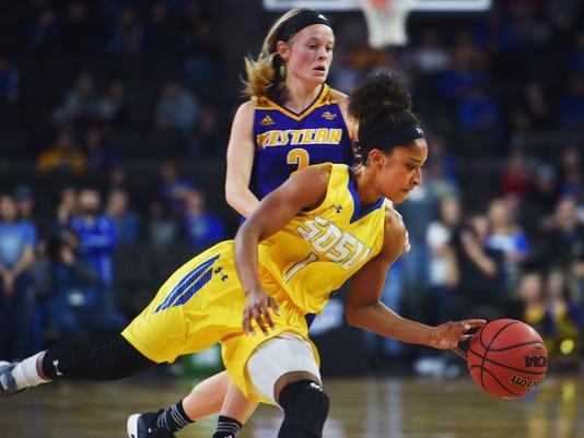 636558642831879285-SDSU-vs-Western-Illinois-women-s-basketball-004.JPG