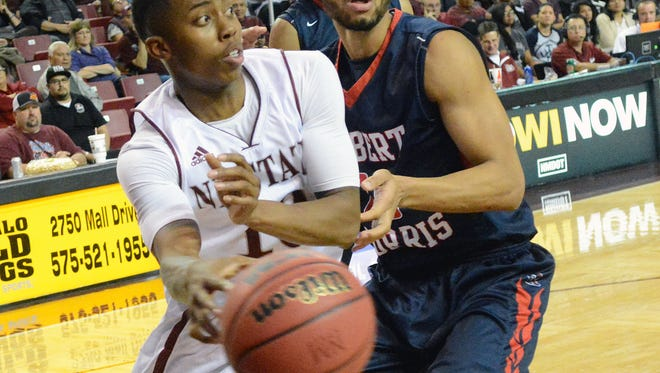 New Mexico State freshman Rashawn Browne makes a pass along the baseline against Robert Morris during the first half of the game.