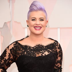 Kelly Osbourne arrives at the Oscars.