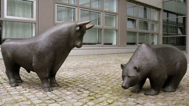 The bull and bear statues in front of the New Stock Market in Frankfurt, Germany.