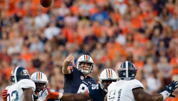 Auburn quarterback Jarrett Stidham (8) throws a pass