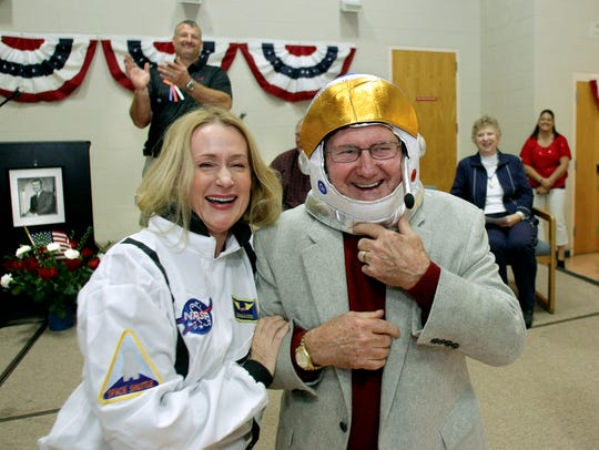 2013 FILEFormer NASA astronaut Richard Gordon,center,