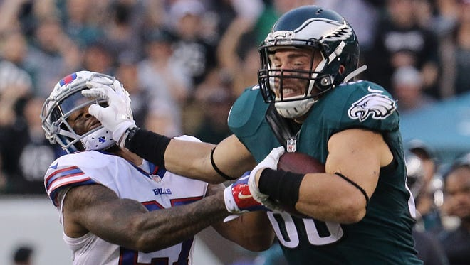 Eagles tight end Zach Ertz, shown against Buffalo on Dec. 13, set career highs last season in receptions (75) and yards (853).