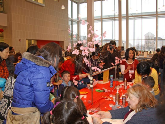 Ms. Pat Helck teaches a lovely plum blossom craft.JPG