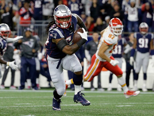 New England Patriots linebacker Dont'a Hightower runs with the ball after intercepting a pass by Kansas City Chiefs quarterback Patrick Mahomes during the first half of an NFL football game, Sunday, Oct. 14, 2018, in Foxborough, Mass. (AP Photo/Steven Senne)