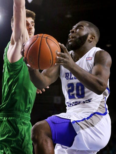 MTSU's Giddy Potts (20) goes up for a shot as Marshall's
