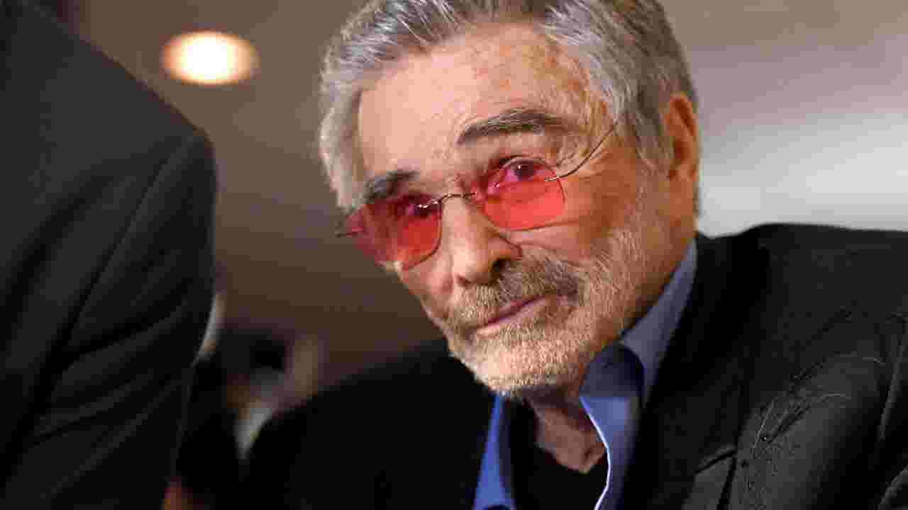 Burt Reynolds Causes A Stir With Comment About Hoda Kotbs Lips