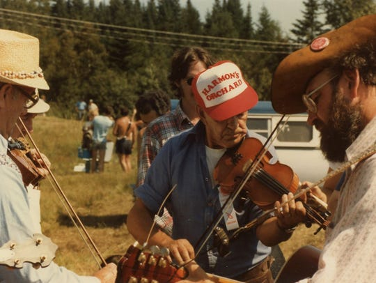 The Old Time on the Onion fiddlers gathering starts