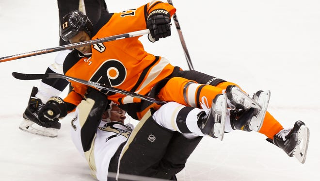 The Flyers' Wayne Simmonds is upended in the Flyers' 62 loss to the Pittsburgh Penguins on Sunday.