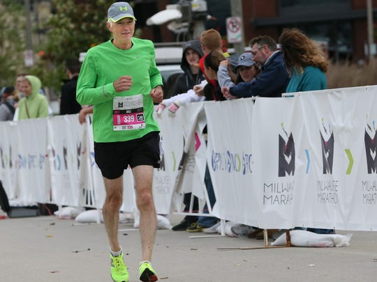 Bill Lamers comes into the finish line at the PNC Milwaukee
