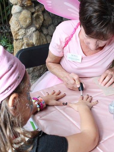 – Volunteer Shirley Mikel paints a little pirate's