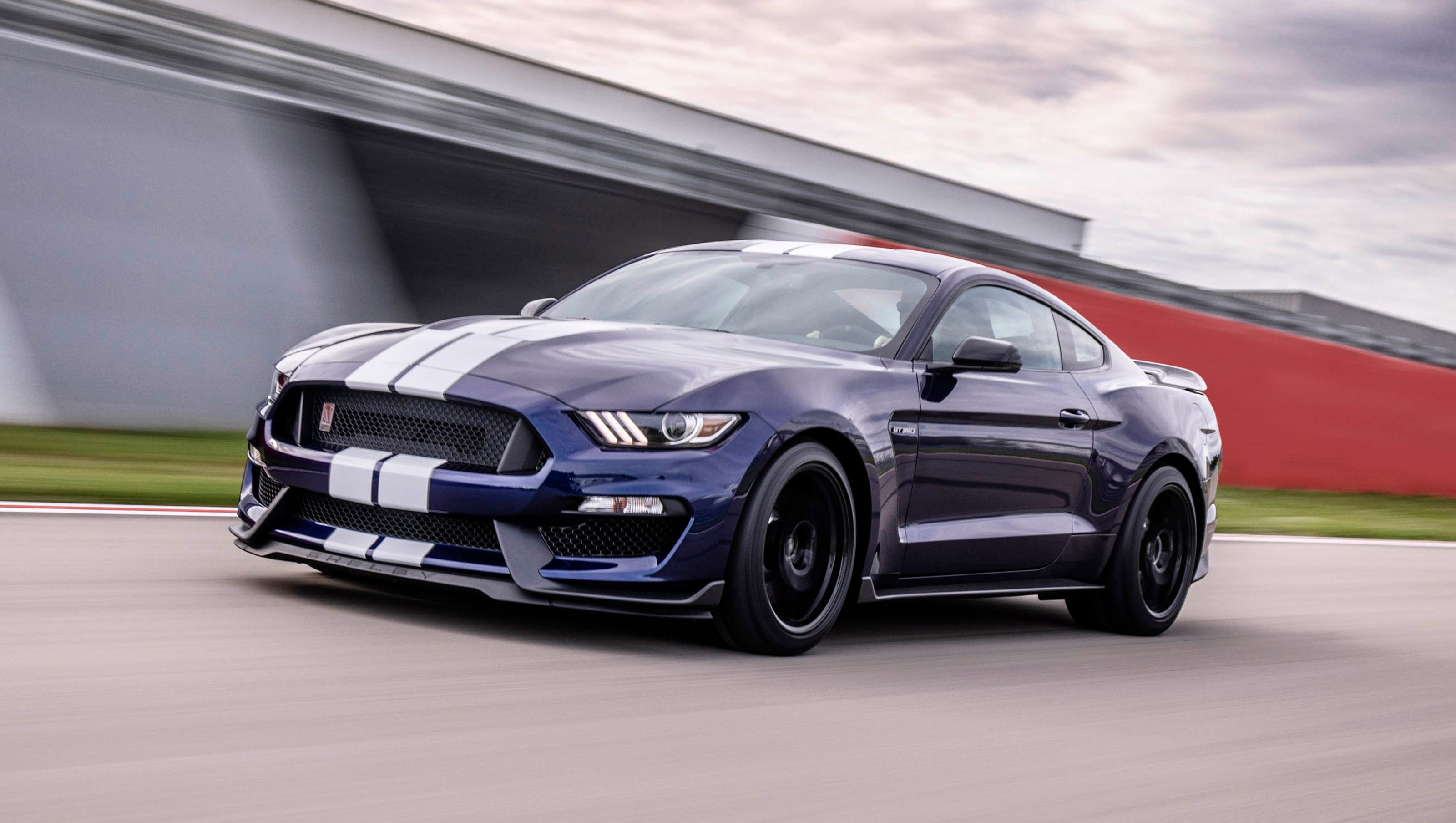 Ford reveals 2019 shelby gt350 mustang with upgrades