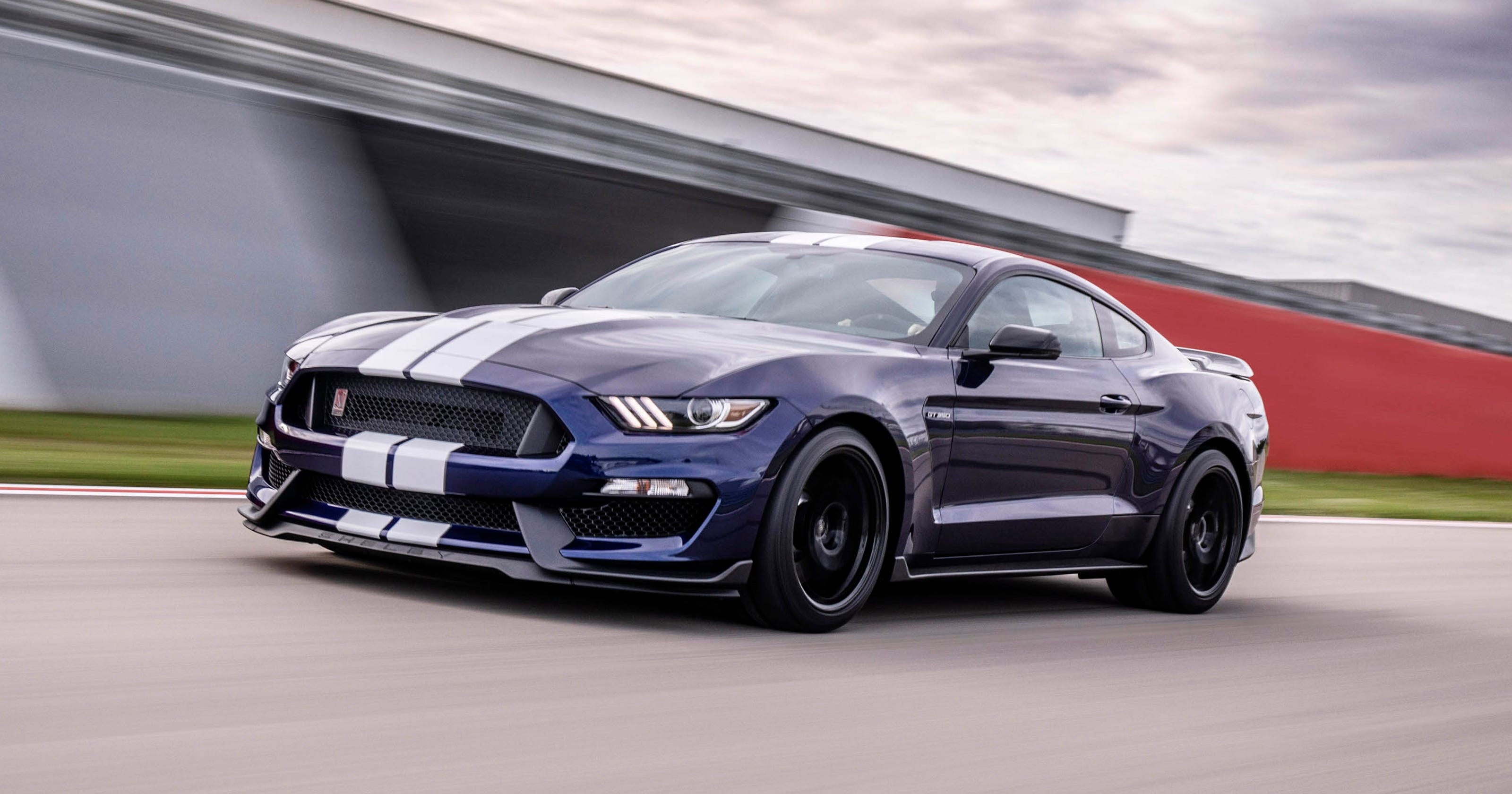 ford reveals 2019 shelby gt350 mustang with upgrades. Black Bedroom Furniture Sets. Home Design Ideas