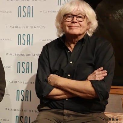 Walter Egan, right, speaks to Bart Herbison about writing