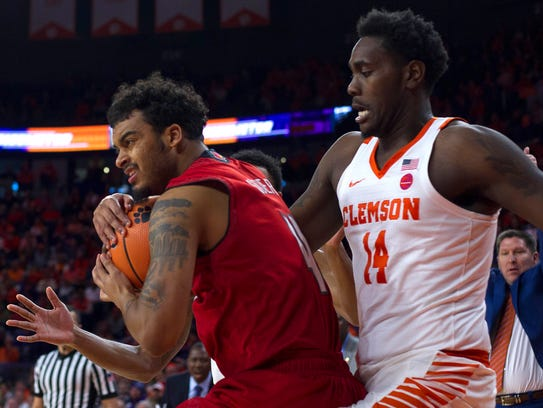 Louisville Cardinals guard Quentin Snider (4) protects