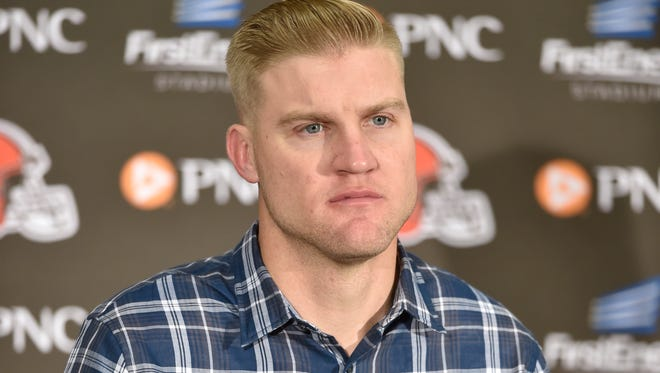 New Jets quarterback Josh McCown spoke to reporters for the first time since joining the Jets as a free agent. (AP Photo/David Richard)