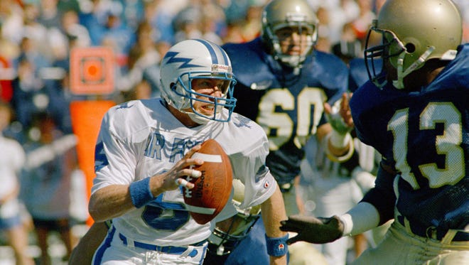 Air Force quarterback Dee Dowis looks for room to run in a 1989 game against Navy. Dowis, a Simpsonville resident, was killed in an automobile accident Monday morning.