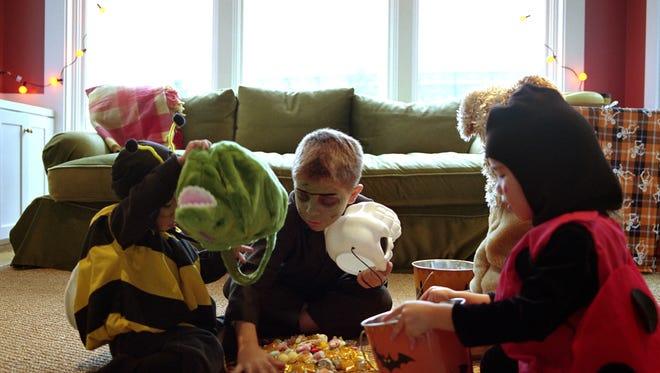 With a little creative thinking, you can give your little trick-or-treaters some healthy but fun alternatives this Halloween.
