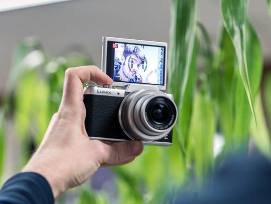 635890806326048550-Panasonic-DMC-GF7-Hero.jpg