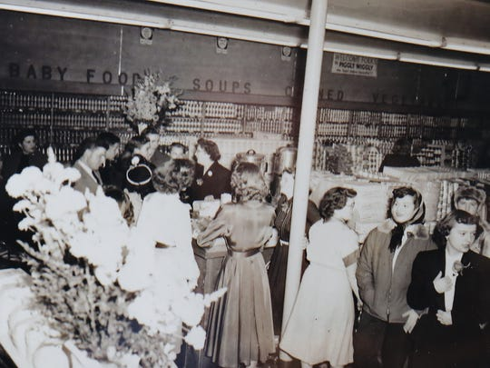 Crowds at the grand opening of the Piggly Wiggly January