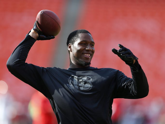 Cincinnati Bengals defensive end Carlos Dunlap (96) warms up prior to their game against the Kansas City Chiefs at Arrowhead Stadium.