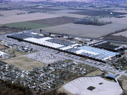 The Warner Gear plant along Ind. 32. Also visible is the Muncie Drive-In.