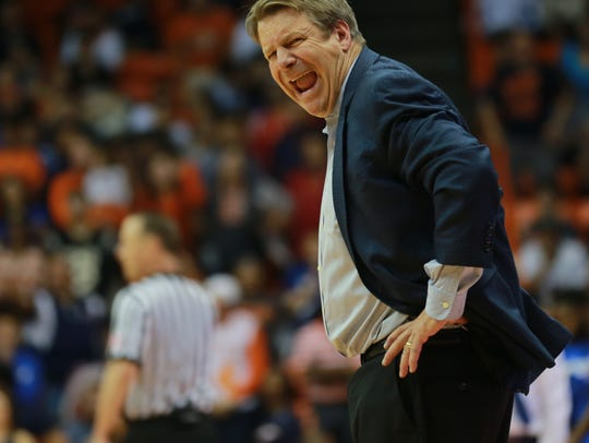 UTEP head basketball coach Tim Floyd reacts to a call.