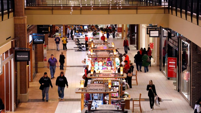 About 10% of the nation's 1,000 enclosed shopping malls will fail by 2022, according to Green Street Advisors.