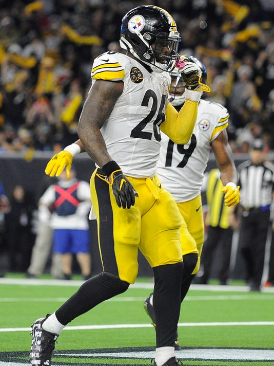 Pittsburgh Steelers running back Le'Veon Bell (26) celebrates after scoring a touchdown against the Houston Texans during the second half of an NFL football game Monday, Dec. 25, 2017, in Houston. (AP Photo/Eric Christian Smith)