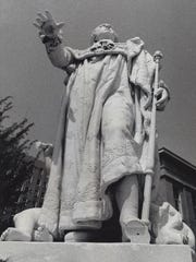 Louis XVI lost his left foot in 1974. It was replaced