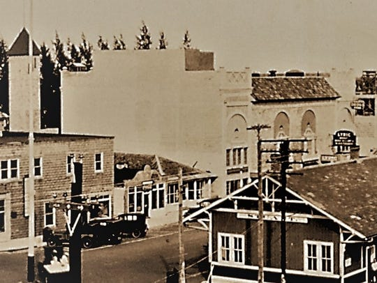 Lyric Theatre in 1926 showing the wooden penthouse