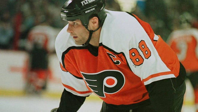 Eric Lindros will be inducted into the Philadelphia Flyers Hall of Fame along with Legion of Doom linemate John LeClair on Nov. 20.
