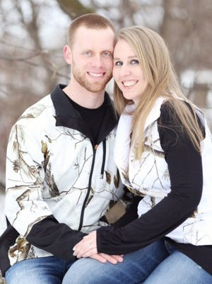 Aaron Ash of Sturgeon Bay is engaged to Ashlianne Ehlers of De Pere.