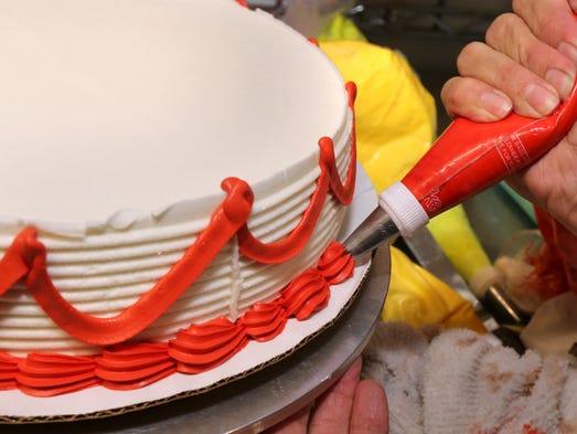 Cake Decorating Job Ad : Job Shadow: Smyrna s cake decorating queen