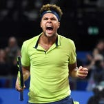 Jo-Wilfried Tsonga withdraws from French Open with knee injury