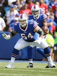 Bills Richie Incognito drops back to  pass block against