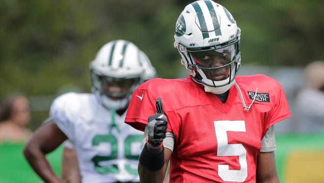 New York Jets quarterback Teddy Bridgewater gives a thumbs-up during practice at the NFL football team's training camp in Florham Park, N.J., Sunday, July 29, 2018. (AP Photo/Seth Wenig)