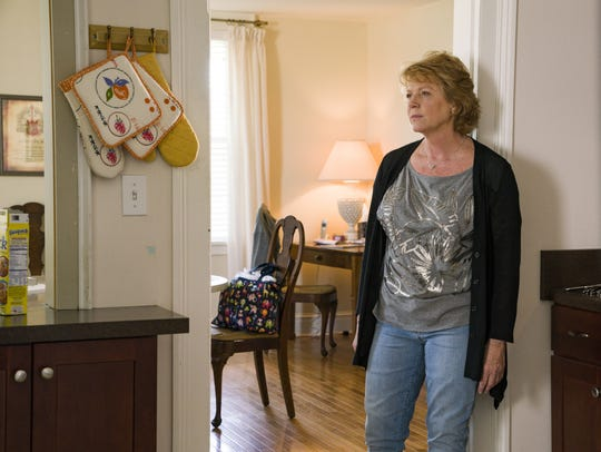 Hannah's mom, Loreen (Becky Ann Baker), tries to assuage
