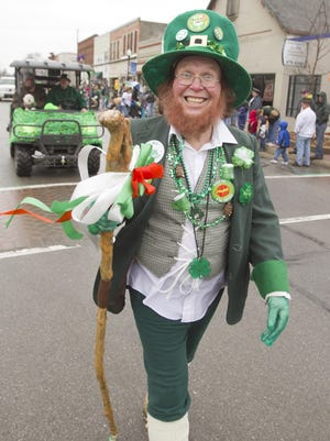 'Twas the annual donning o' the green for Karl Burg and a crowd of Irish and not-so-Irish spectators at a past Pinckney St. Patrick's Day Parade.