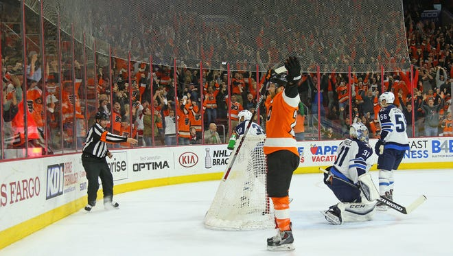 Claude Giroux scored the game-winning goal with 13.6 seconds to go in overtime.