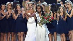 Miss Mississippi 2018 Asya Branchof Booneville waves