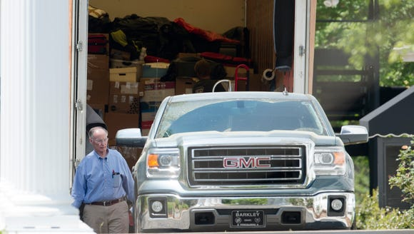 Former Governor Robert Bentley prepares to move out