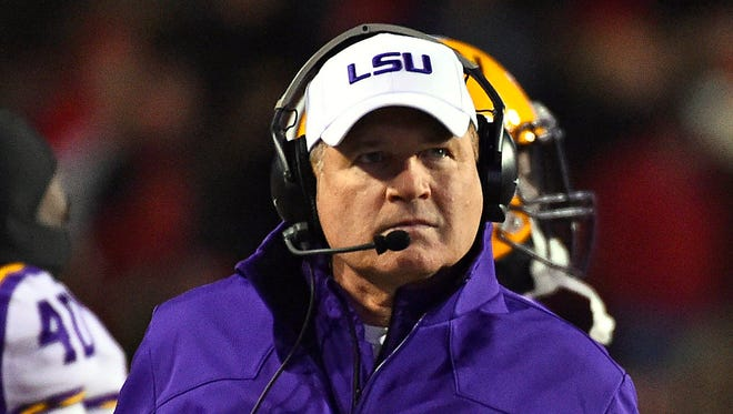 Nov 15, 2014; LSU Tigers head coach Les Miles during a time out in the first half of the game between the Arkansas Razorbacks and the LSU Tigers at Donald W. Reynolds Razorback Stadium.