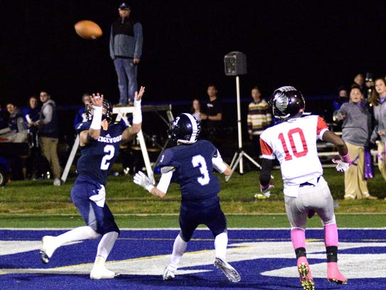 Edgewood's DJ Whiles makes a 4th-quarter pick in the