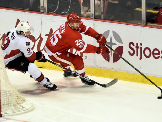 Red Wings defenseman Mike Green (25) keeps the puck