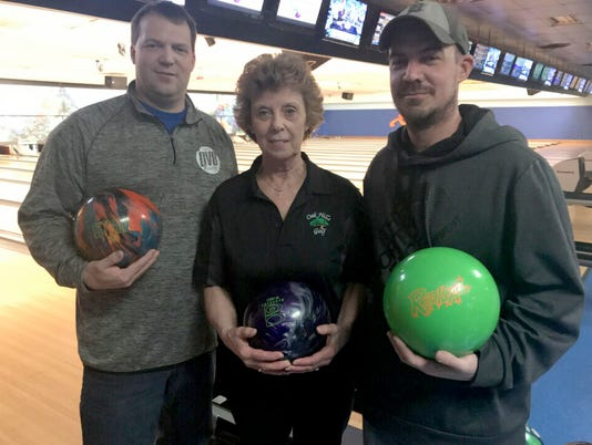 636565415354498479-bowling-family.jpg