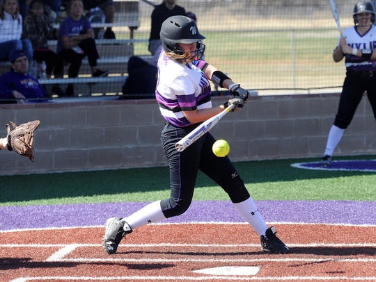 Wylie third baseman Minely Avila (7) swings at a pitch
