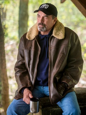 Once a Los Angeles homicide detective, Police Chief Jesse Stone (Tom Selleck) now presides over the quiet, seaside village of Paradise, Mass.