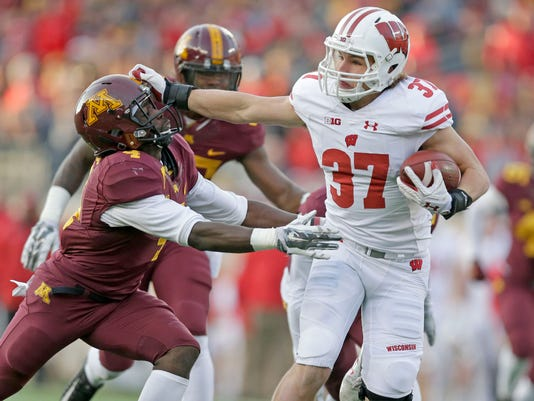 NCAA Football: Wisconsin Badgers at Minnesota Golden Gophers